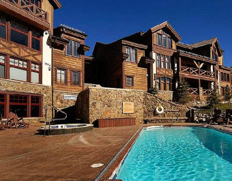 web_westwall-pool-exterior