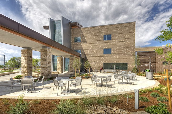 Haselden's UCHealth Longs Peak Hospital – Courtyard